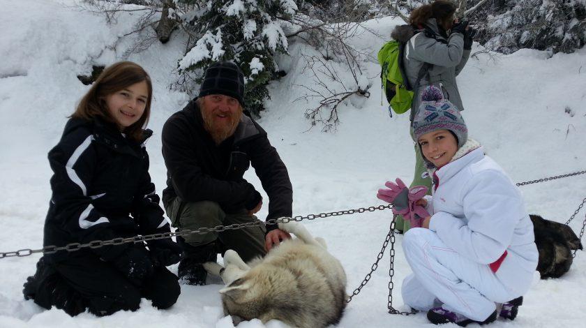 Visite de chenil de chien de traineau avec Mush and Rando